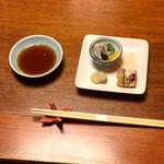 ひろしま旬彩 鶴乃や本店 - お通しはしめ鯖や空豆を使った3種盛りでした(o^^o)