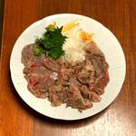 ひろしま旬彩 鶴乃や本店 - こうねは広島では外すことが出来ない牛肉部位で、噛みごたえのある肉質と脂身の旨味が秀逸です‼️d(^_^o)