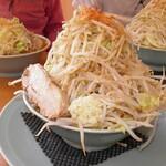 麺屋べべ - 料理写真:みそラーメン 850円 野菜増し増し無料