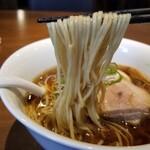 130743326 - 醤油味玉らぁ麺の麺リフト
