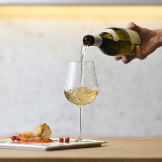 料理に合わせた希少なワイン、日本酒、焼酎などを取り揃えてます