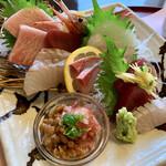 話食庵 - 料理写真:刺身盛り合わせには 茨城県らしく ネギトロ納豆 (◍ ´꒳` ◍)b