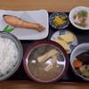 ぼんち食堂 - 料理写真:焼き魚定食¥870-、しゃけと煮物を選択