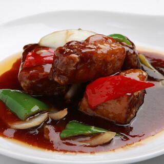 食欲が掻き立てられる黒酢酢豚は、これからの季節にもぴったり!