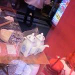 慶楽 - 店頭で餃子皮作ってます~。