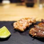 焼き鳥 瀧口 - せせりとはつ串。添えられたゆず胡椒も美味しい!