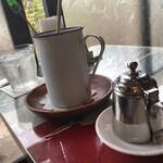 130763155 - 琺瑯(ホーロー)のコーヒーカップがたっぷりサイズ。こゆとこひとつひとつに なたねよかったが隠れてる