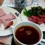 130764539 - 極上コンドビーフ、大麦と野菜のスープ、骨接ぎハム