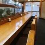 小魚料理 とみ助 - カウンター席