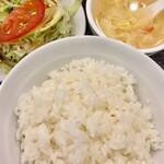 130768508 - 套餐のご飯とスープ、サラダです ベジタブルファーストでサラダからいただきました