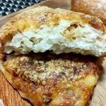 130772175 - ベーコン・チーズ・じゃがいも・オニオンのブリエ