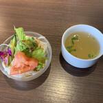 津の田ミート - ランチセットの スープ&サラダ