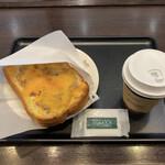 タリーズコーヒー - 厚切りトースト ツナチェダーウォルナッツ(モーニングセット)♪