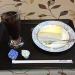 かとれあ - ケーキセット。レアチーズとアイスコーヒー。