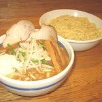 上野 大勝軒 - 東池袋大勝軒には無い、当店の職人が独自に開発した味噌つけ麺です。味噌独特のコクと風味は勿論のこと、野菜、たまねぎから引き出される甘みにもこだわりました。