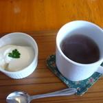 郡山 トンチキてい - ホットウーロン茶&デザート