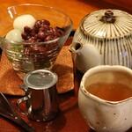甘処 あかね - 抹茶寒天蜜あずきのほうじ茶セット、990円也。