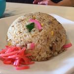 鹿児島ラーメン 豚とろ - セットのチャーハン(かまぼこがいいシゴトしてます)