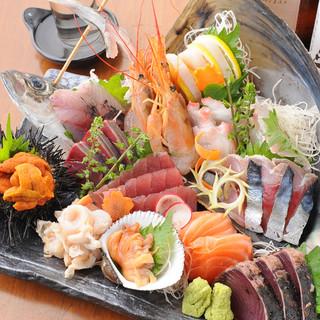 築地直送の厳選鮮魚は、料理長こだわりのお刺身でどうぞ!
