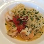 イタリア食堂 フクモト - 海老と生トマト、バジルのペペロンチーノ