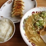 天下一品 - 餃子定食(890円)