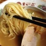 天下一品 - 麺に絡まるスープ