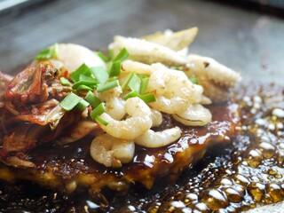 千日前 はつせ - 新鮮な海鮮とニラ&キムチを使用した『ピリ辛海鮮MIX』