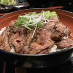肉や すず - 炙り上ハラミ丼…お肉もたっぷり♪
