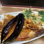 豊野丼 - 鰯天丼 アネックスは茄子に大葉、そして本命の大振り鰯