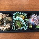 葉地 - 料理写真:テイクアウトのお弁当(おかずとおつまみの盛り合わせ)1,200円也