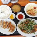 光洋亭 - 料理写真:ニラレバ定食 930円(税込)