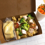 ル ロンド ボーズ - 蒸し鶏と野菜のブルーチーズソース リガトーニ サラダ付き