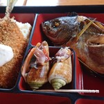 四季の馳走屋 竹畑 - イサキの煮付け。珍しい巻き貝。魚のフライ