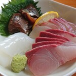 四季の馳走屋 竹畑 - 料理写真:うるめいわしの漬け。カンパチ。天然鯛。アオリイカの刺身。旨い。