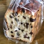 食パン工房 匠 - 料理写真:土曜日限定の価値ある「レーズン色パン」