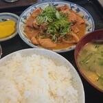 かつ美食堂 - ホルモン煮込み定食'(中)(中)