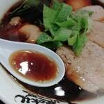 130840732 - 黒めの醤油スープ