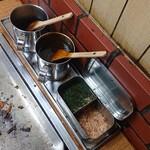 ふくい - 卓上調味料(辛口・甘口・青海苔・鰹節) ※辛口…うすくちソース・甘口…トンカツソース