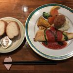 キッチン櫻庭 - 料理写真:お魚とカニクリームコロッケ、パン