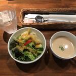 キッチン櫻庭 - 料理写真:ランチのサラダとスープ