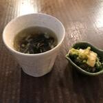 渋谷 鳥ぶらん - セットのスープとお新香