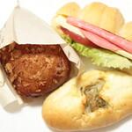 ぱいんツリー - 料理写真:←揚げカレーパン。→フレッシュサンド。↓やきカレーパン。