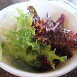 ハニーズ ネスト ロッジ - ランチのサラダ