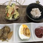 朝粥専門店まごの屋 - ザーサイ・塩漬け卵・ドライソーセージ?