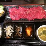 A4山形牛&焼肉食べ放題 くろべこ - ローズ定食 200g