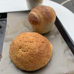 No.4 - 焦がしメロンパン、塩パン