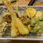 串天ぷら おでん 満ぞく屋 - 天婦羅盛り合わせ