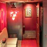サライ - 【'12/05/17撮影】外観の地下1階入口の風景です