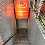 サライ - 【'12/05/17撮影】外観の地下1階入口への風景です