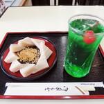 住吉屋総本店 - 久寿餅400円w メロンソーダ350円w